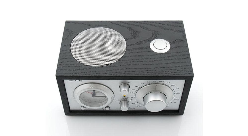 Radio AM/FM Bluetooth® avec haut-parleur longue portée et horloge analogique - Tivoli Model Three BT Clock Radio - Black Ash/Silver