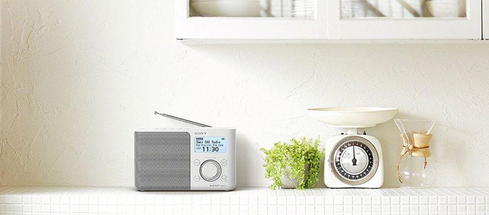 radio-sony-xdr-s6d-blanc-lifestyle